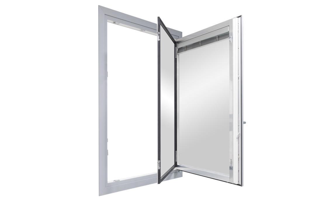 finestra monobattente con venezianina ispezionabile