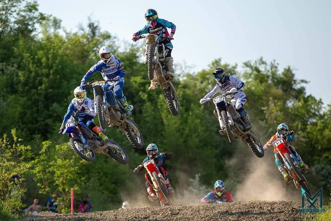 salto nella gara di motocross di paolo lugana