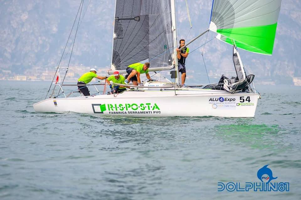 Dolphin show tricolore il risposta sailing team conquista for Bocchio serramenti